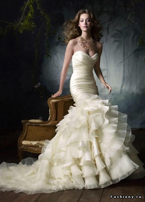 Платье длиной не ниже колена